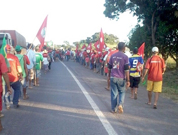 Sem Terra MST faz marcha pela BR-364 em Cuaibá 2 – abril 2016 (ass)