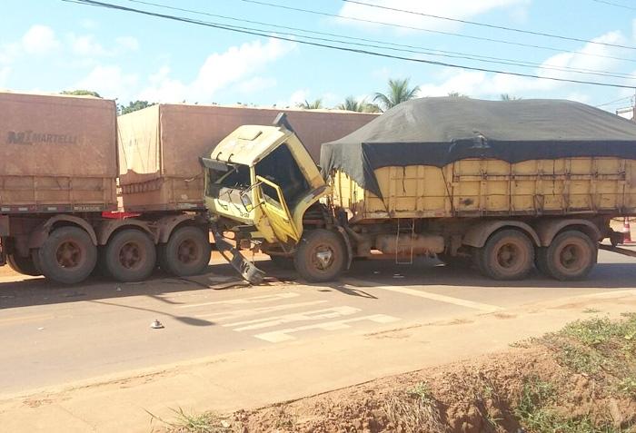 Acidente entre caminhão e carreta na João Pedro Moreira de Carvalho em Sinop – abril 2016 (SN/José Carlos)