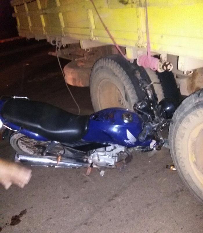 Acidente moto e caminhão BR-163 em Guarantã do Norte (Alecio Ricardo)