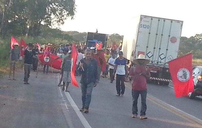 Sem Terra MST faz marcha pela BR-364 em Cuaibá – abril 2016 (ass)