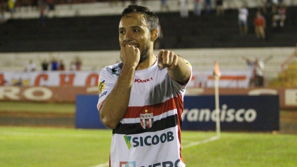 Cuiabá encara o líder Botafogo-SP defendendo a 3º colocação na Série ... 24c629c097468