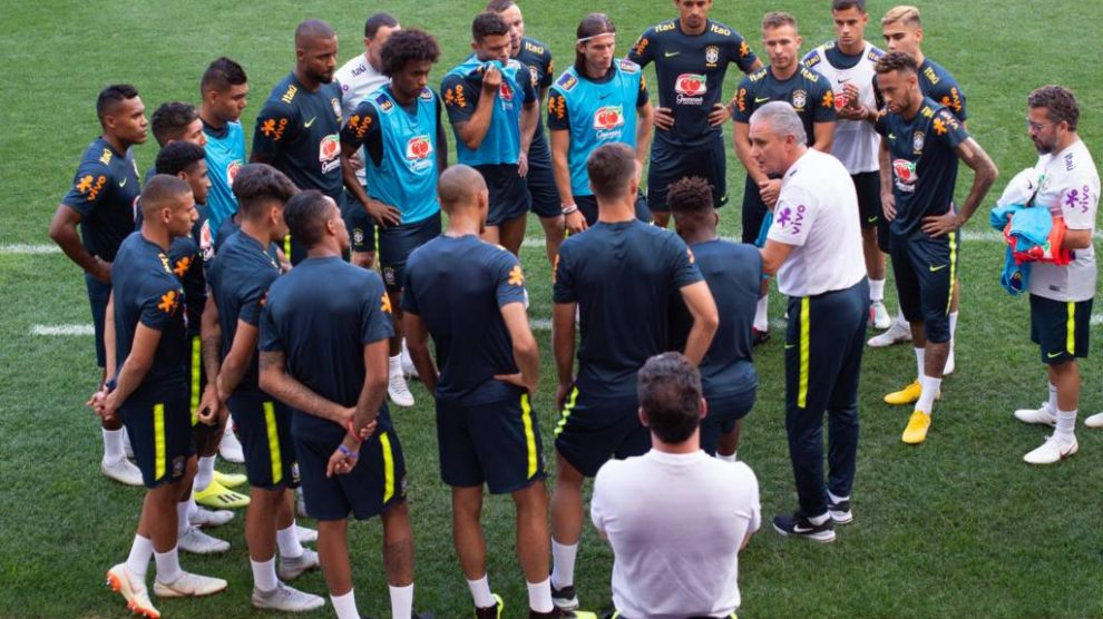 A Confederação Brasileira de Futebol (CBF) divulgou na tarde desta  quarta-feira a numeração da Seleção Brasileira para os amistosos contra  Estados Unidos e ... 01e1365e3bee0