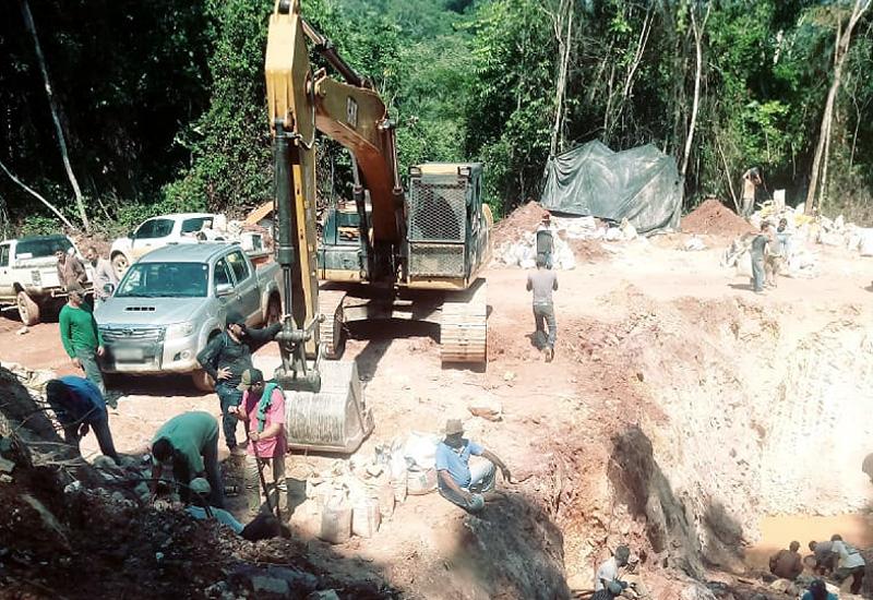 Mais de 300 pessoas invadem área e montam garimpo em Mato Grosso ... f3655ca699da9