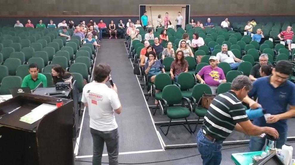 Professores da Unemat aprovam estado de greve e aderem à