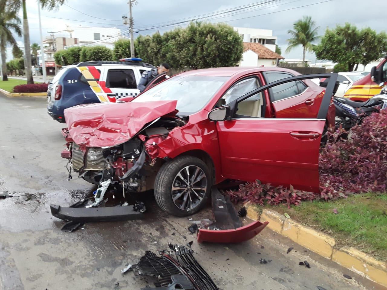 Motoristas ficam feridos em colisão entre carros em Lucas do Rio Verde - Só Notícias