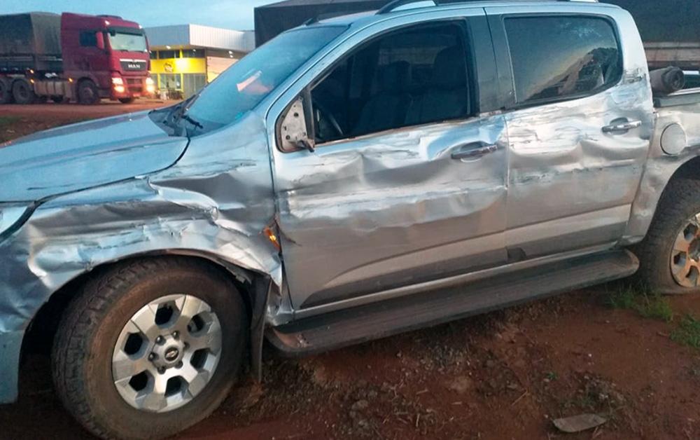 Carreta e caminhonete se envolvem em acidente na BR-163 em Sinop - Só Notícias