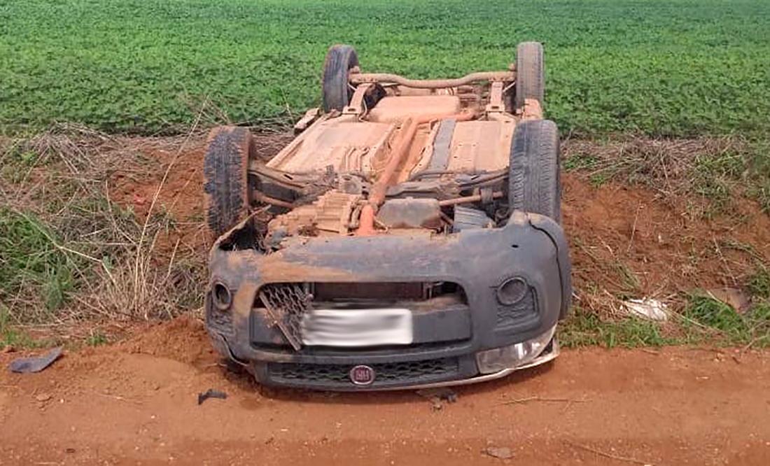 Dupla que assaltou empresa e capotou carro em Sinop consegue escapar; polícia faz buscas - Só Notícias