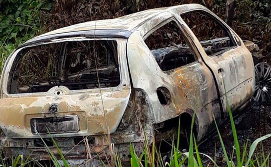 Corpo carbonizado é encontrado em carro incendiado