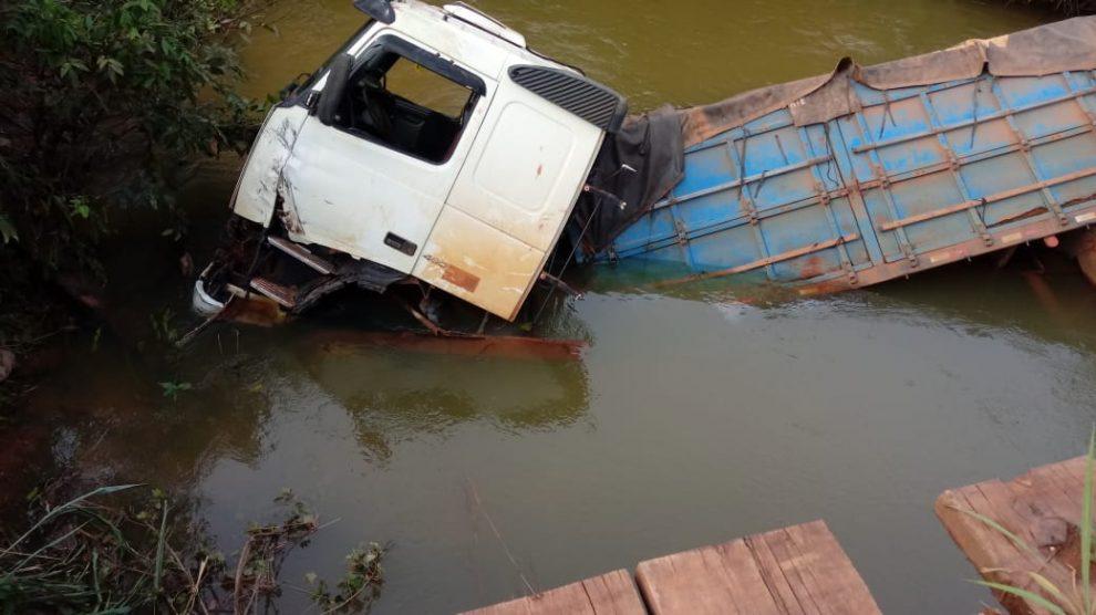 Guincho cai no rio
