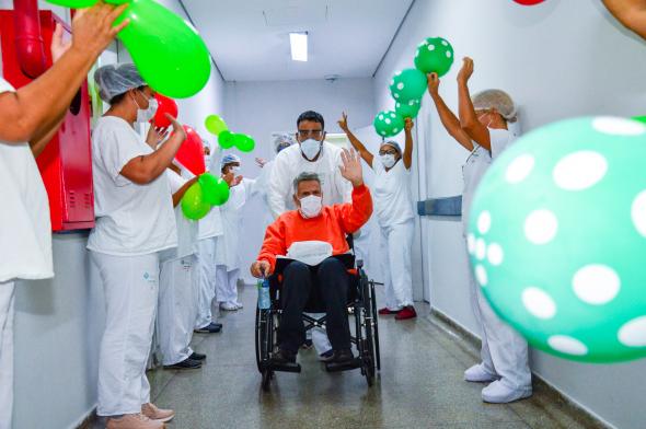 Caminhoneiro é aplaudido por funcionários de hospital em MT após ...