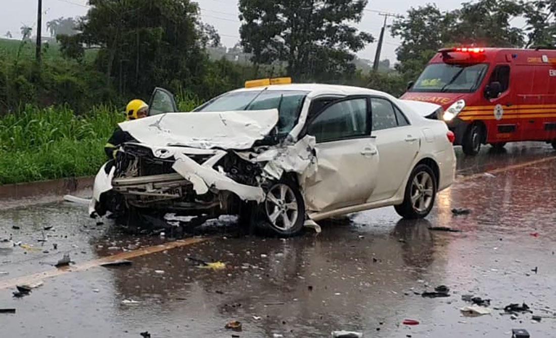 Violenta colisão entre carros deixa dois mortos em Sorriso e BR-163  interditada – Só Notícias